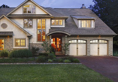 Spacious house with front lawn