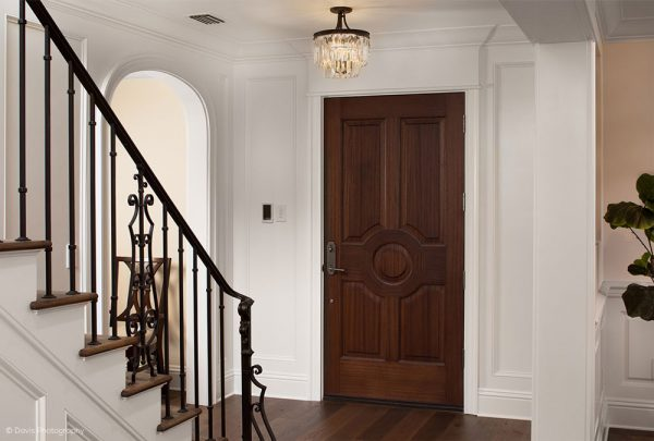 Traditional entry way circle design home
